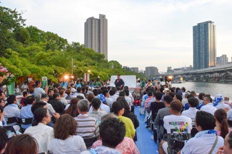日本三大祭のひとつ天神祭 船渡御にて供奉船を巡航