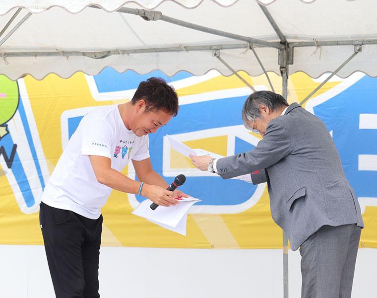 宅都ホールディングス、大阪対がん協会 がん啓発活動へ支援金を寄付